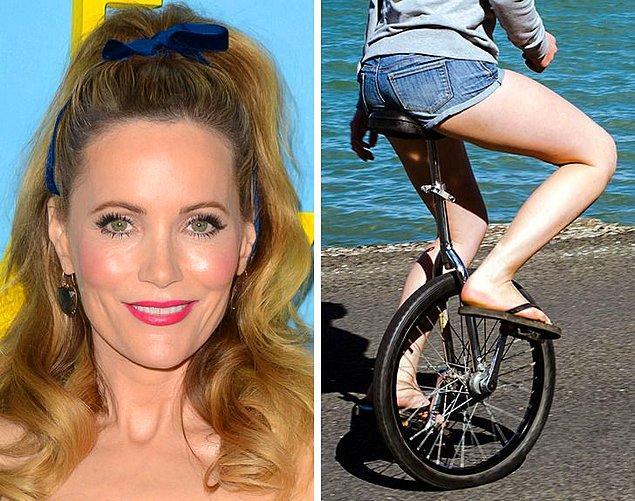 15. Leslie Mann: Tek tekerlekli bisiklet sürmek