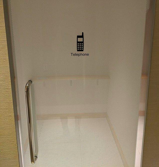 """9. """"Japonya'da, halka açık alanlarda özel telefon görüşmesi yapmak isteyenler için odalar bulunuyor."""""""