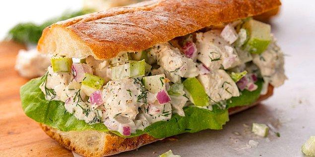 8. Tavuk Salatalı Sandviç Tarifi: