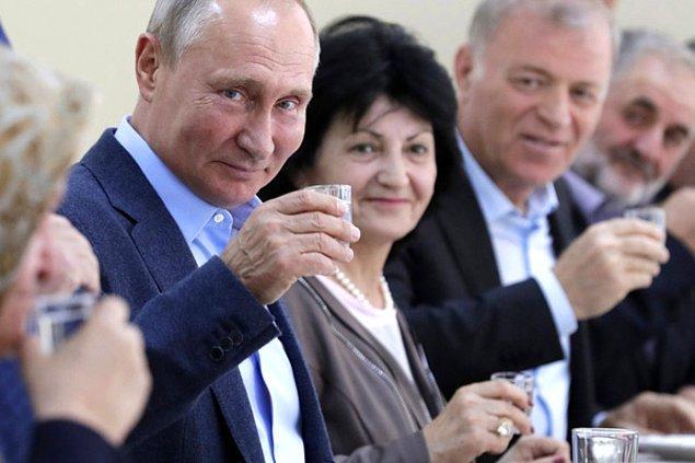 """8. """"İnsanlar benim Rusya'dan geldiğimi öğrendikleri anda 'votka' ya da 'Putin' şakaları yapıyorlar. Lütfen durun artık çünkü komik değil!"""""""