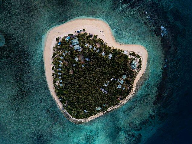 Çevresi mercan resifleri ile çevrili bu adada dalıştan sörfe kadar pek çok su sporunu yapabiliyorsunuz.