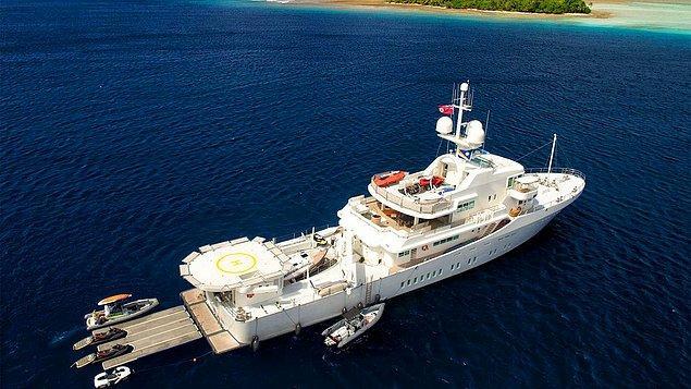 Fiji'deki araştırmalara göre Page 45 milyon dolarlık süperyatı Senses'ı da satmış ve Fiji için daha küçük bir tekne almış.