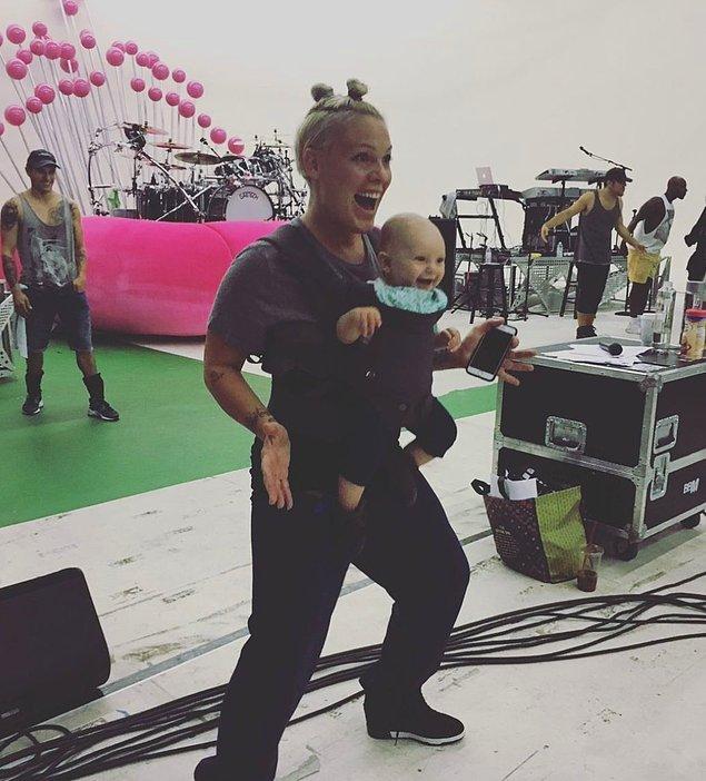 Dünyaca ünlü şarkıcı Pink'i hepimiz tanıyoruz ve büyülü sesiyle her defasında tekrar etkileniyoruz.