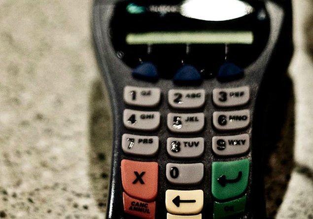 37. 2018'de bir kadın, PIN numarasını yanlışlıkla ücret olarak girdiği için bir İsviçre kafesine içtiği kahve için 7709 dolar ödedi. Parayı geri almak için aradığında, kafe iflas başvurusunda bulunduğu için kimse cevap vermedi.