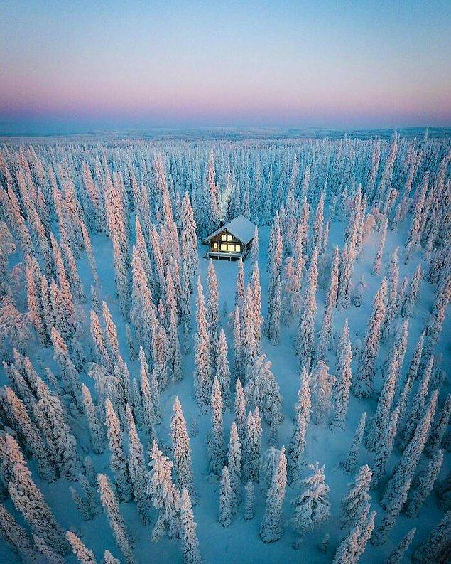 24. Finlandiya'da bulunan bu rahat ve samimi kış kabini.