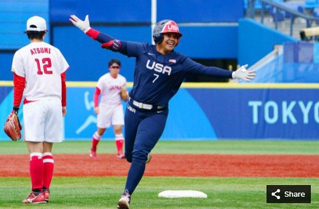 13. 26 Temmuz 2021'de ABD ekibinden Kelsey Stewart, Yokohama Beyzbol Stadyumu'ndaki Tokyo 2020 Olimpiyat Oyunları sırasında.