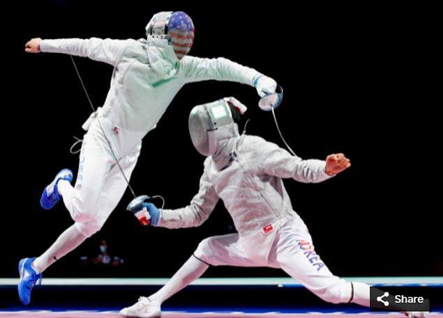 34. 24 Temmuz 2021'de Junghwan Kim (KOR), Makuhari Messe Hall B'de düzenlenen Tokyo 2020 Olimpiyat Oyunları'ndaki eskrim maçında.