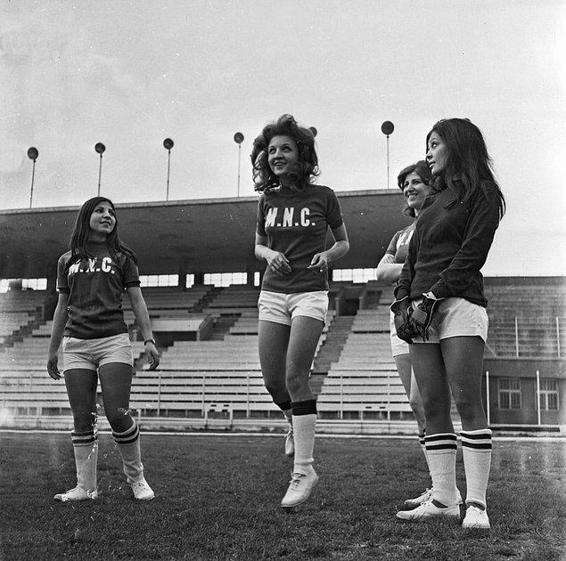 Dostlukspor 1978 yılında, İzmir'de Filizspor kurulana kadar tek kadın futbol takımıydı. 12 Eylül 1980'deki darbe kadın futbolunun önüne geçti. Buna rağmen 1983'te kadın futbol takımı sayısı dörde yükseldi.