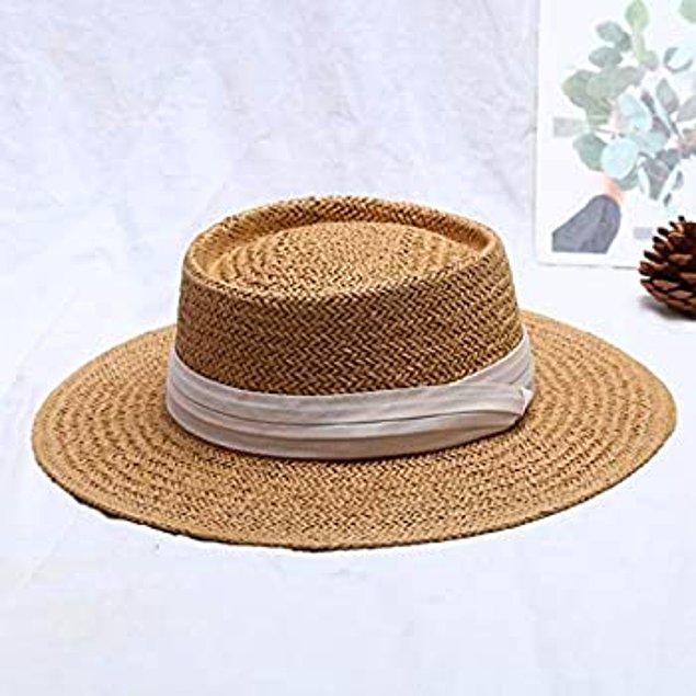 12. Güneşten ve sıcaktan korunmak için en şık yöntemlerden biri, hasır şapka!
