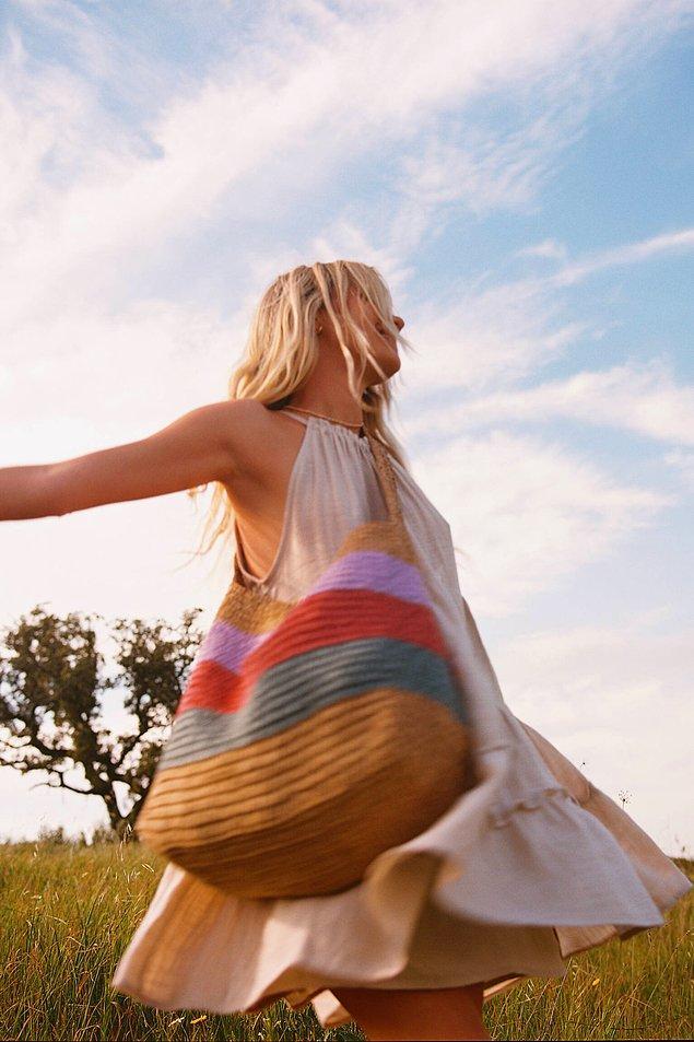 2. Yaz aylarında büyük hasır çantalar kullanabilirsiniz.