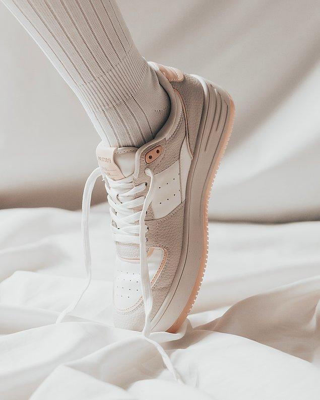 4. Evde ya da dışarıda spor yapacaksanız da bir spor ayakkabı almanız gerekebilir.