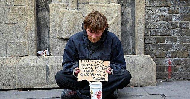 Evsizler için para toplanan bağış kutusunu çalan adam 1 gün boyunca evsiz gibi yaşadı.