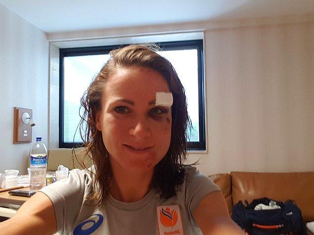 27. 2016 Rio Olimpiyatları'nda bireysel yol yarışı sırasında en önde giderken düşen bisikletçi Annemiek van Vleuten: