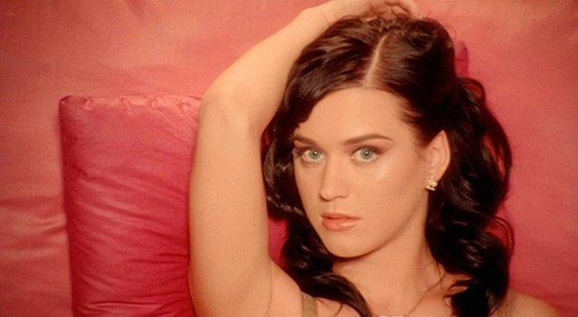 3. Katy Perry'i şöhrete kavuşturan 'I Kissed A Girl', şarkıcının en sevmediği şarkısı olmuş.