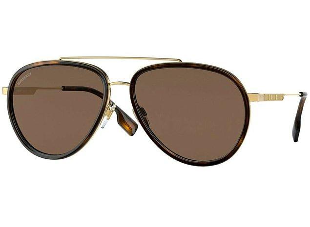 8. Markanın kendisini belli eden modellerinden, Burberry gözlük...