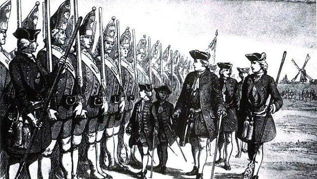 18. Prusya Kralı I. Friedrich, ordu kurmak için asla savaşa girmeyen ve girmek istemeyen uzun boylu adamları kaçırmayı severdi.