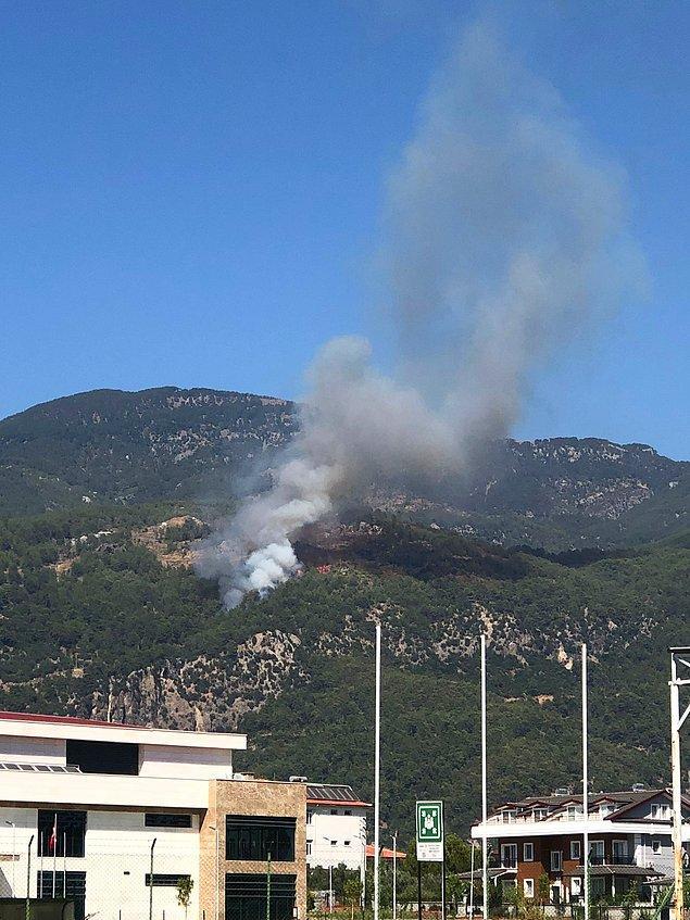 Muğla'nın Köyceğiz bölgesinde ormanlık alanda da dumanlar yükselmeye başladı.