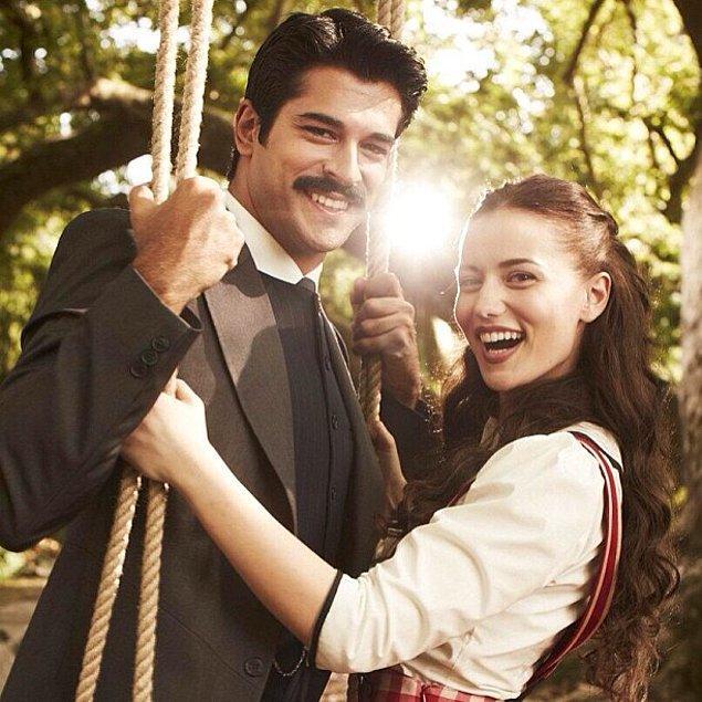 Ardından Çalıkuşu dizisinde Fahriye Evcen ile başrolleri paylaşan Burak Özçivit, bu dizide de hayatının aşkını yakalamış ve hiç bırakmamış!