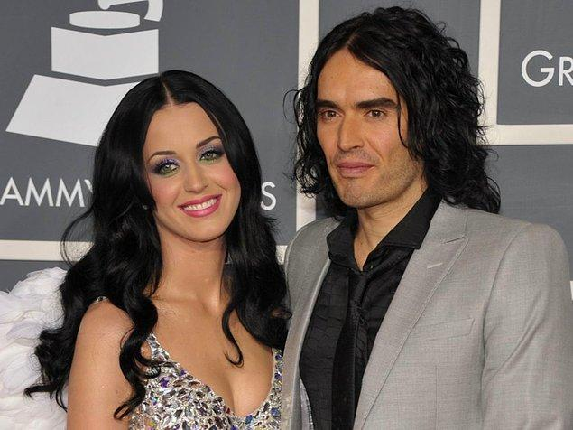 6. 2010'da Katy Perry, bir zamanlar nişanlısı olan Russell Brand'e 200.000 dolarlık uzaya gitmek için bir bilet aldı.