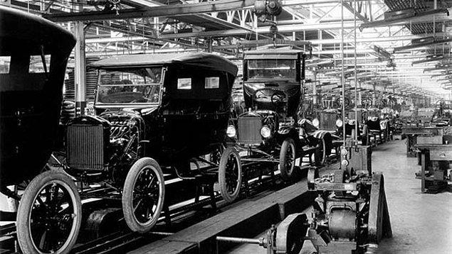 """4. 20. yüzyılın başlarındaki """"seri üretim"""" tarzını açıklamak için kullanılan ekonomi terimi hangisidir?"""
