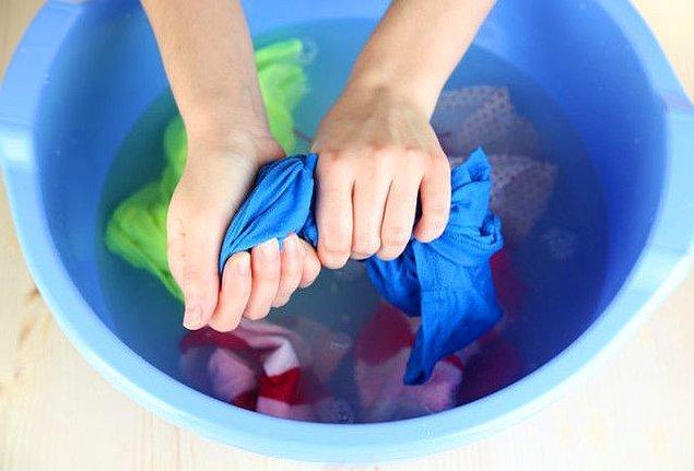 10. Hassas kumaşları elde yıkamak.