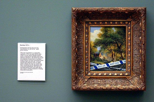 Yıl 2003 olduğunda Banksy, İngiltere'deki güvenlik düzenlemelerini reddettiğini gösteren bir eserini Tate Britain Galeri'sine gidip başka bir eserin yanına astı.