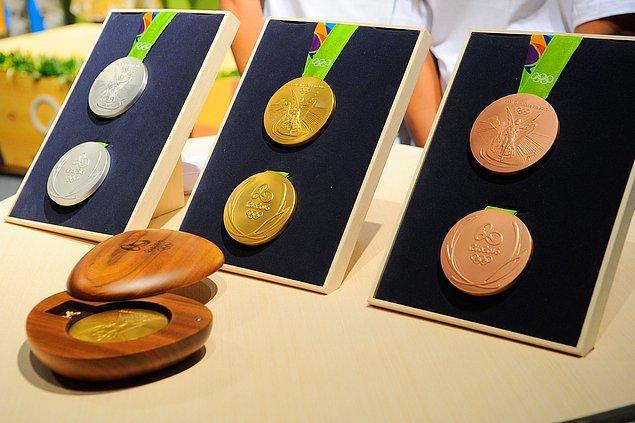 İtalya ve Malezya'da altın madalya kazanan bir sporcuya yaklaşık 2 milyon TL ödeniyor.