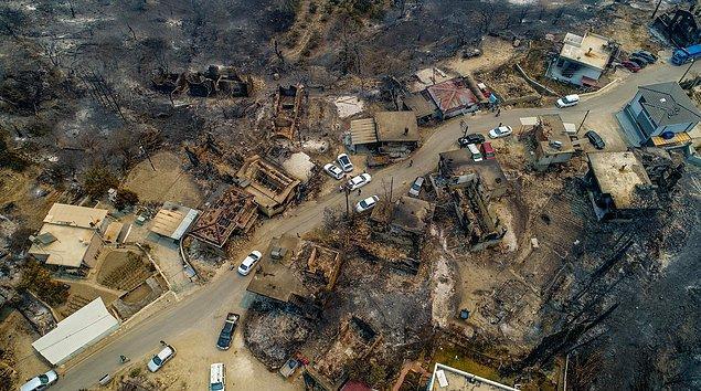 Yangının büyük bir alanda etkili olması nedeniyle birçok ev kullanılmaz hale geldi.