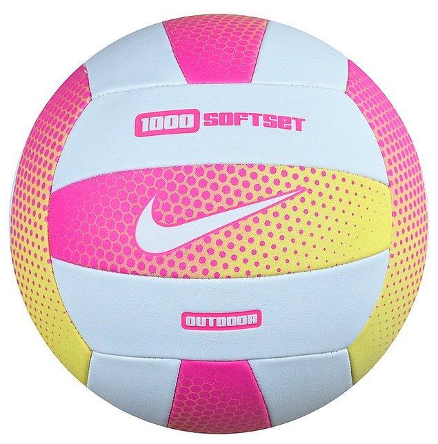 1. Voleybol topu tabii ki olmazsa olmazımız...