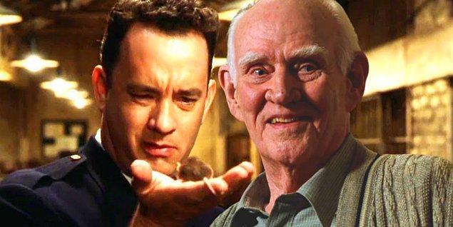 9. Aslında Tom Hanks karakterinin yaşlılığını da oynayacaktı, fakat yapılan makyaj testleri tam bir felaket olunca bu karardan vazgeçildi.