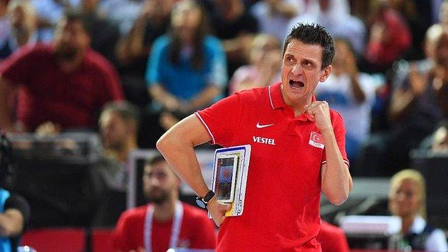 Bugünlerde Filenin Sultanları ile birlikte Olimpiyat Oyunları'nda yarışan İtalyan antrenör bizden biri olduğunu çoktan kanıtladı.