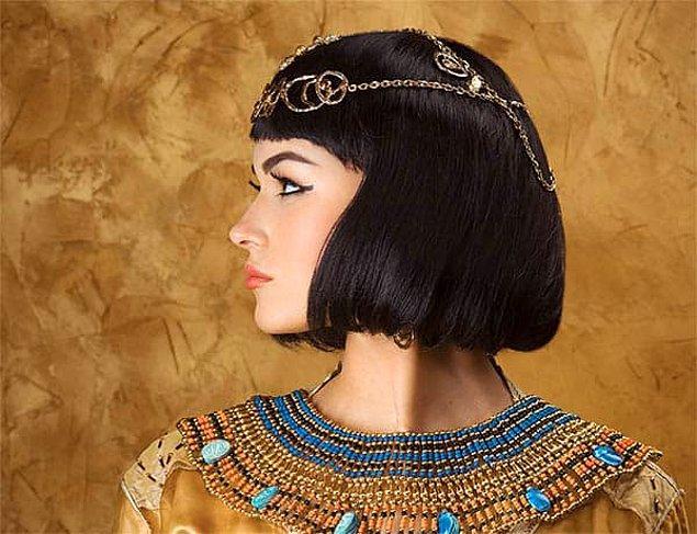 1. Mısır tarihinde okuma yazma bilen tek kraliçeydi.
