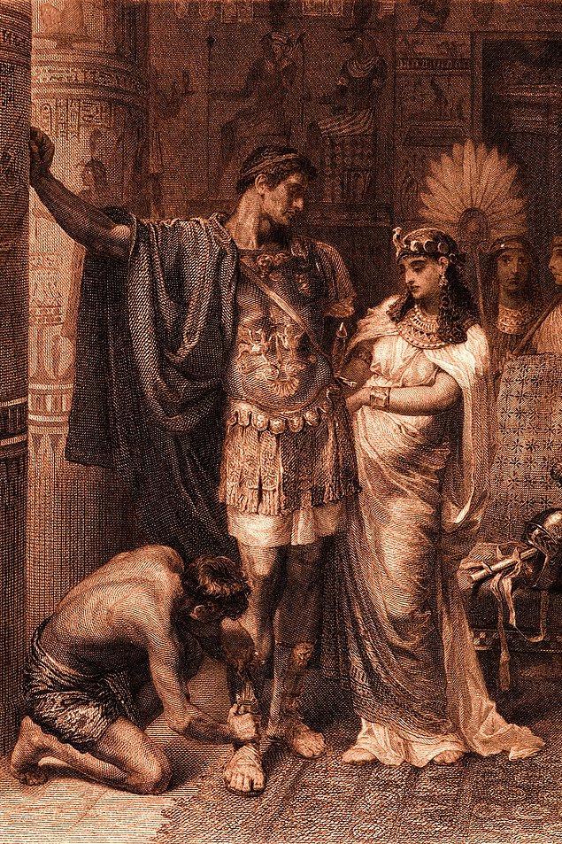 """13. Kleopatra ve Antonius'un gizli olarak kurdukları """"Eşsiz Karaciğerler"""" isimli bir içki kulübü vardı."""