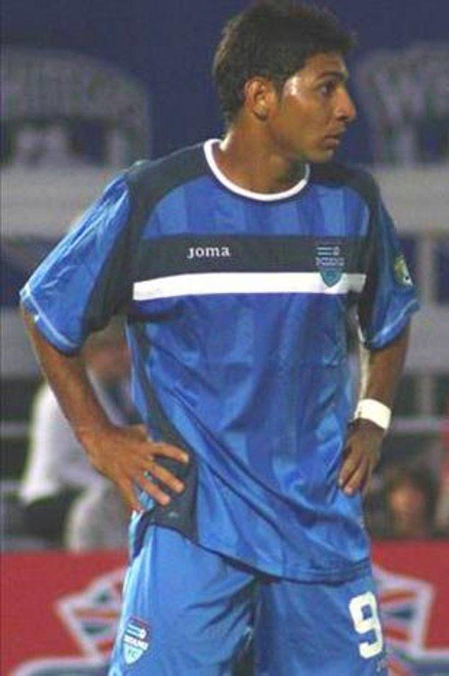 3. Brezilya yerel ligindeki River-Oerias maçında Paulo Araujo, 5 kez kart görerek rekor kırdı. Oyundan çıkması gereken Araujo, hakeme çaktırmadan oynamaya devam etti.