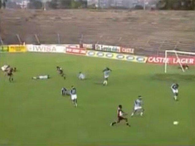 6. 1998'de Demokratik Kongo Cumhuriyeti'nde oynanan bir maçta, sahaya yıldırım düşmesi sonucu 11 futbolcu hayatını kaybetti. Daha da garibi, hayatını kaybedenlerin deplasman takımından olmasıydı.