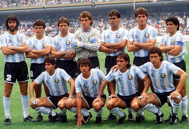 """11. 1986 ve 1990 Dünya Kupası'nda, Arjantin Milli Takımı futbolcularının tavuk yemesi """"uğursuzluk"""" gerekçesiyle yasaklanmıştır."""
