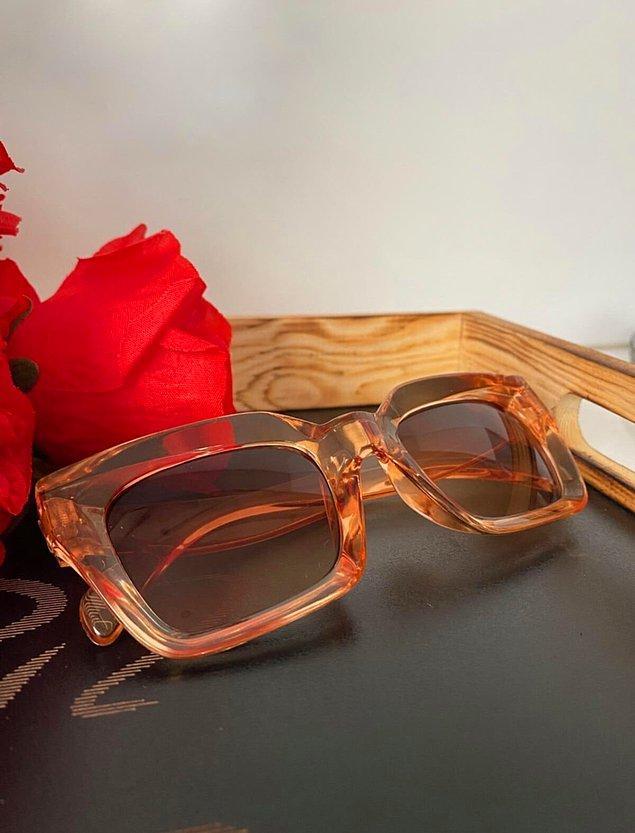 3. Güneş gözlüğü seçiminde estetik detaylara dikkat edenleri buraya alalım. 🤩⬇