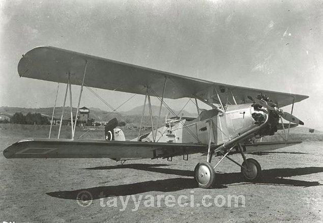 2. Curtiss Fledgling 2 C1 Eğitim Uçağı (1946'ya kadar 8 adet üretilir ve ilk üretim 1401 numaralı uçak İran'a hediye edilir.)