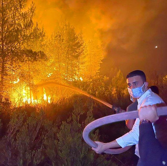 Burak'ın orman yangınına yangın tüpüyle müdahalede bulunması ise sosyal medyada gündem oldu.