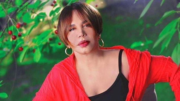 """Aksu, ilk kez 1983 yılında Eurovision şarkı yarışmasına katılmaya karar verdi. Türkiye elemelerine, söz ve müziği Ali Kocatepe'ye ait olan """"Heyamola"""" şarkısıyla katıldı."""
