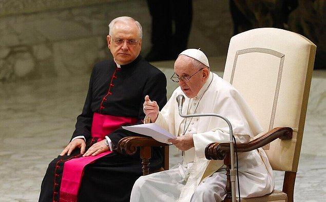 Vatikan ise olaya ilişkin henzü bir yorum yapmadı.