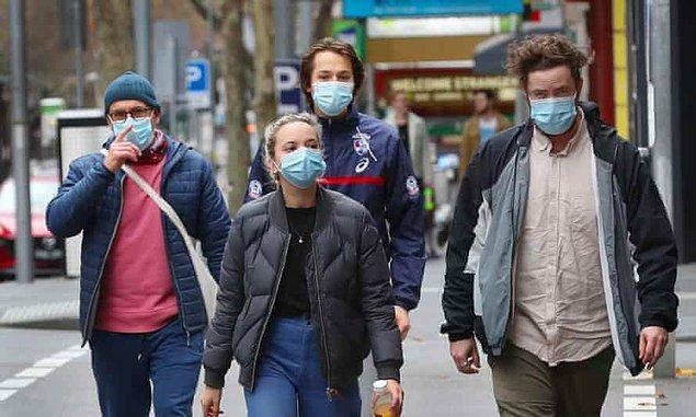 Maskelerden tamamen arındığımız bir sosyal hayata ne zaman geçeceğimizi kimse bilmiyor, bu yüzden çözüm üretmek için halen geç değil.