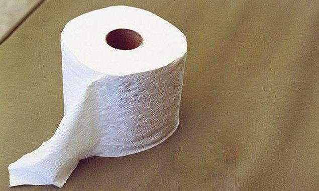 6. İnsanlarla ortak kullandığınız alanlarda tuvalet kağıdını bitirdiyseniz yerine yenisini takın.