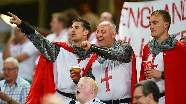 "3. ""İngiltere'de yaşayan insanlar futbol delisidir."""