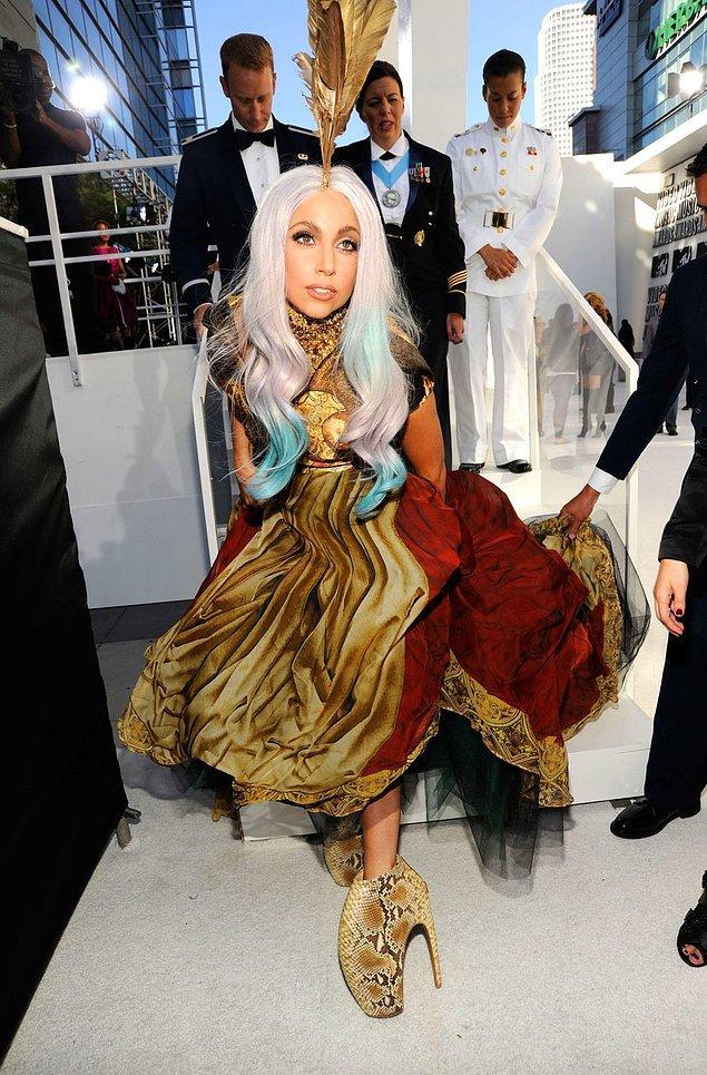 10. Lady Gaga'nın Alexander McQueen platform ayakkabıları.