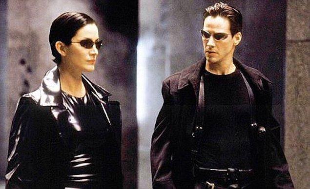 21. Matrix filminde kullanılan ve kült haline gelen gözlük.