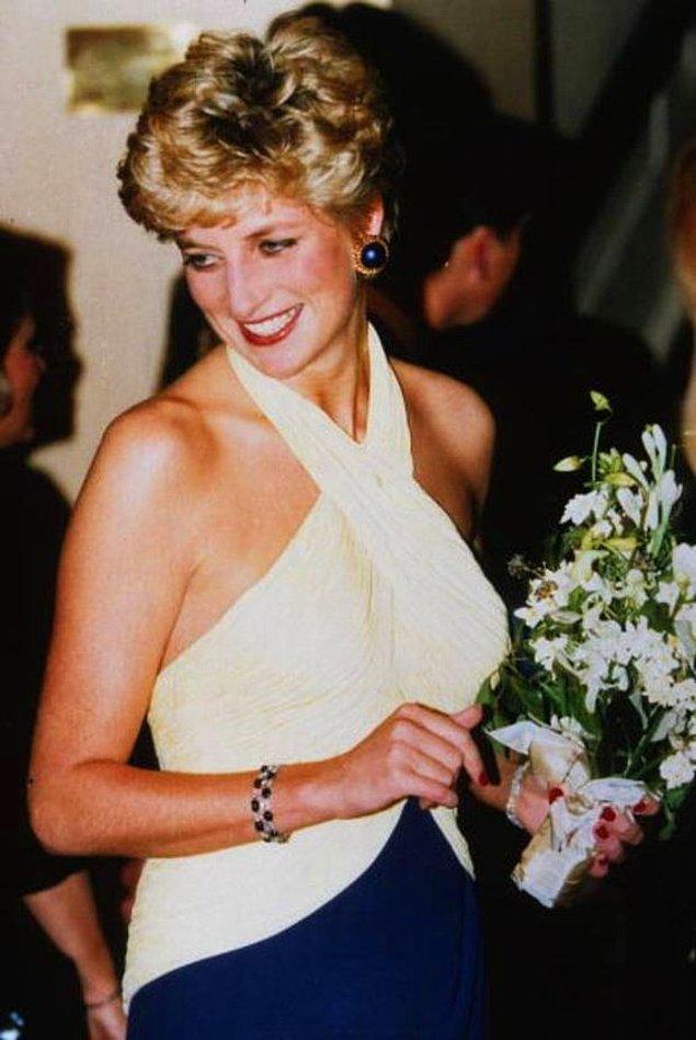12. İki farklı renkten oluşan bu bileklik, Diana'nın en sevdiği takıları arasında yer alıyordu. 🥰