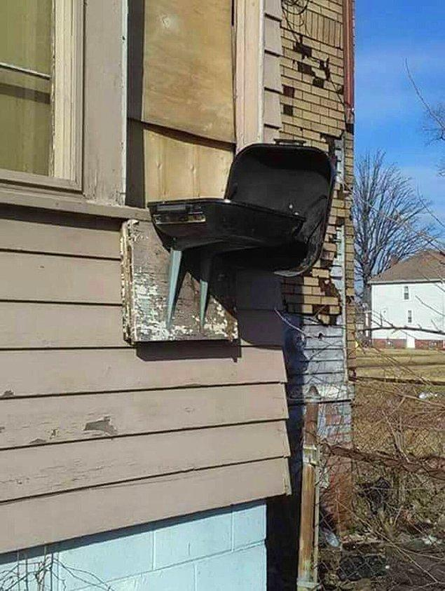 23. Dışarı çıkıp mangal yapmaya üşenen bu kişi evini yakmaya göze almış...