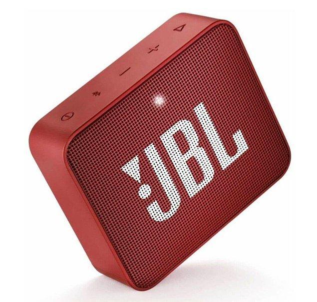 4. Çalışma alanınızı biraz hareketlendirmek için JBL taşınabilir hoparlörünüzün sesini açmanız gerekiyor! 💃