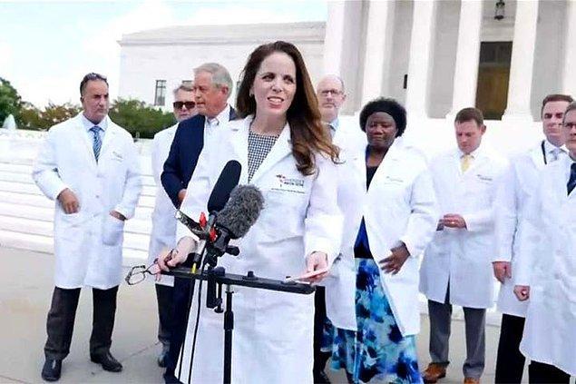 """""""Bu paylaşımı yapan kişiler America's Frontline Doctors grubuydu. Bu grupta yer alan Dr. Stella Immanuel, daha önce yumurtalık kistlerinin 'kötü ruhlarla cinsel birliktelik' yaşamaktan kaynaklandığını söylemişti."""""""